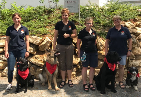 Unsere Teams vor ihrem Einsatz der Trauergruppe des Kinderhospiz Stuttgart im Juni 2018