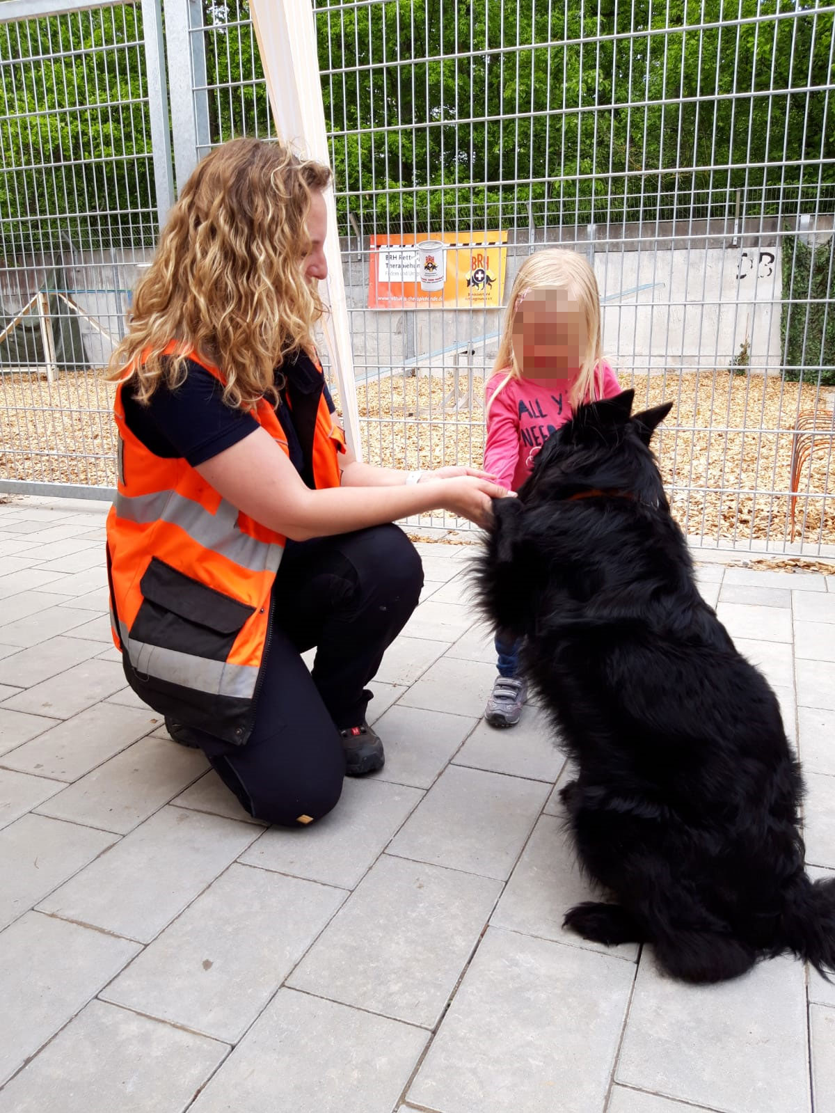Streicheleinheiten von den Kindern sind toll - Tierheimfest Böblingen 19.05.2019